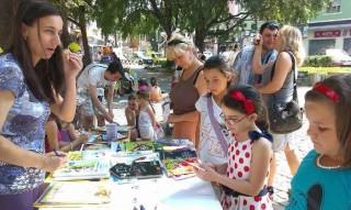 Лятна читалня и игри  с пловдивски лъвчета и доброволци